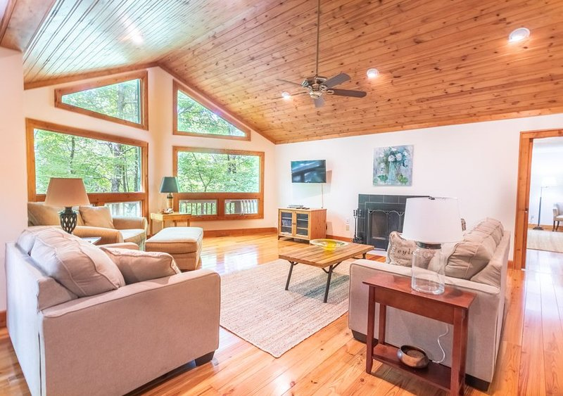 Forest Retreat - Minutes from down town Highlands, vacation rental in Mountain Rest