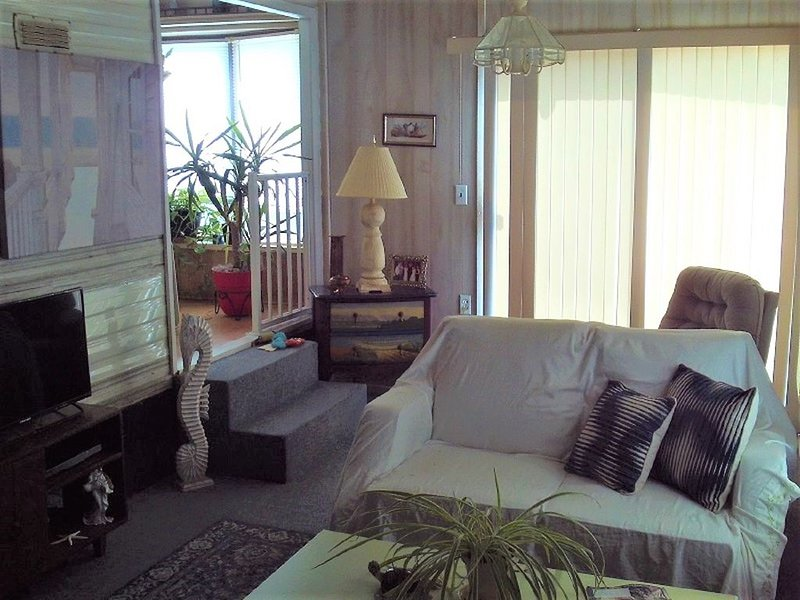 1/1 can sleep 2/Park Model, Fully Furnished, clean, linens, W/D, Utilities incl., holiday rental in Hudson