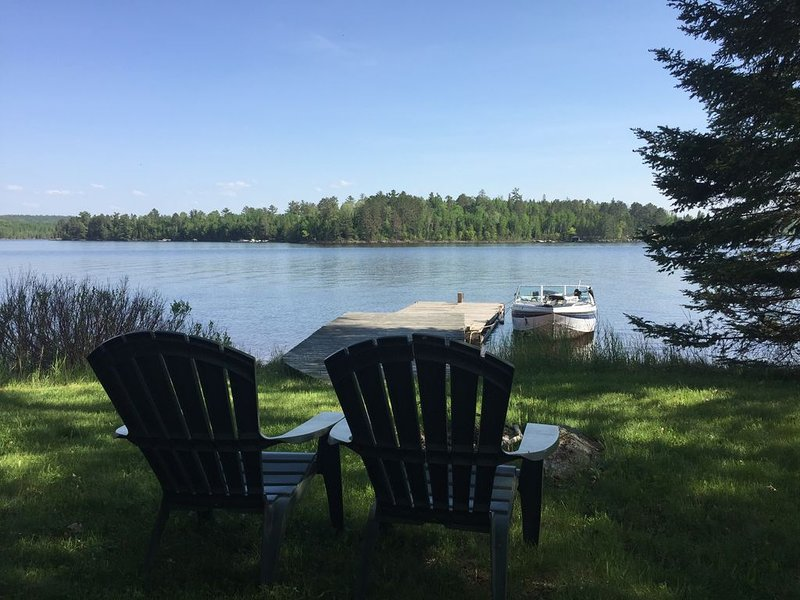 Island Cabin ~ Lake living at its finest, clean, modern, Voyageurs National Park, holiday rental in Crane Lake