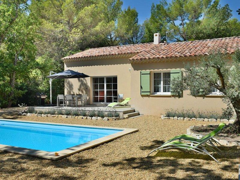 Gîte St Joseph | Provence | Villa neuve : clim/piscine chauffée/jardin arboré, holiday rental in Mazan