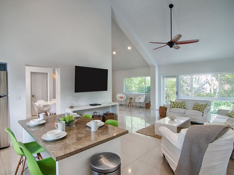 THE PERFECT SUNNY HOLIDAY GETAWAY, holiday rental in Boca Raton