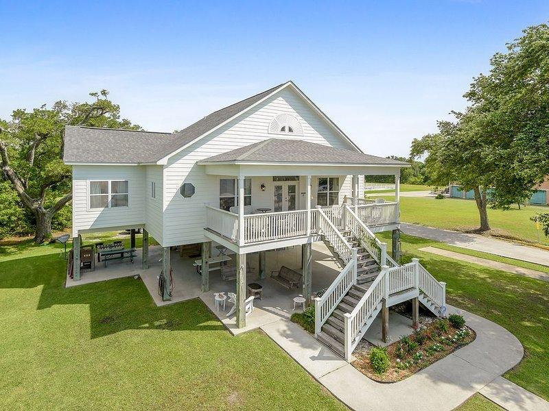 Beachfront Vacation Home- New on VRBO – semesterbostad i Waveland
