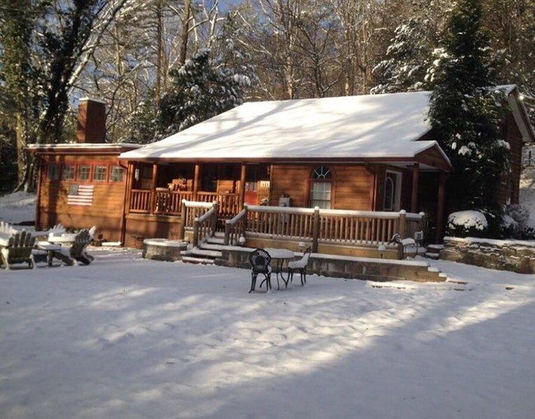Deerfield Cabin  Location, Location, Location! Best in Downtown Helen!, holiday rental in Helen