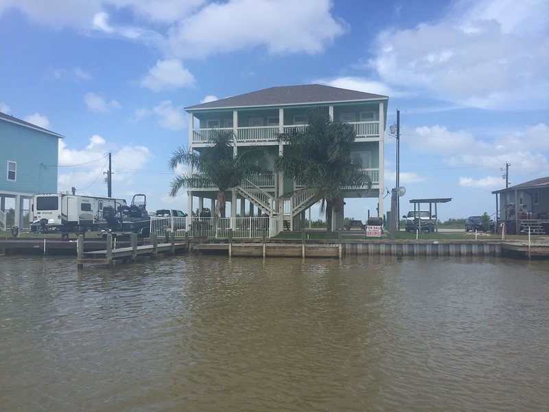 Cozy waterfront property.  Perfect for family getaways., location de vacances à Matagorda