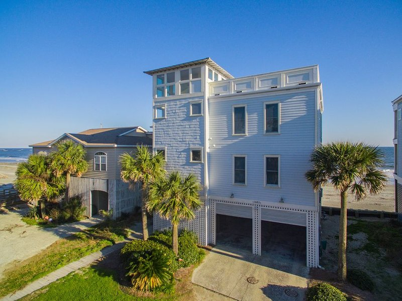 July 4th available! Beachfront Luxury home with an Elevator and Roof Top Deck!!, holiday rental in Folly Beach