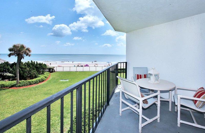 Beautiful Oceanfront Condominium, casa vacanza a South Daytona