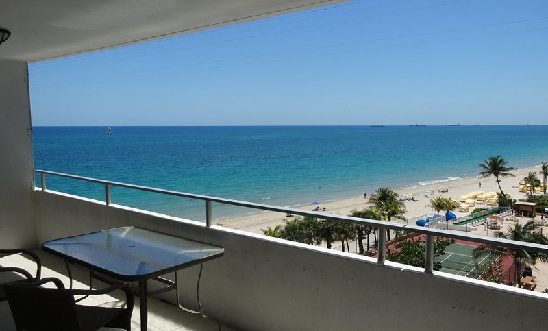 SPECIALS FOR MARCH & APRIL  2 Bed, 2 bath Condo directly on a private Beach, alquiler de vacaciones en Fort Lauderdale