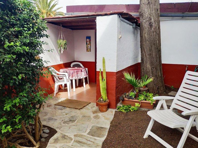 TRANQUILO ESTUDIO ENTRE JARDINES Parking Gratuito, holiday rental in Llano del Moro