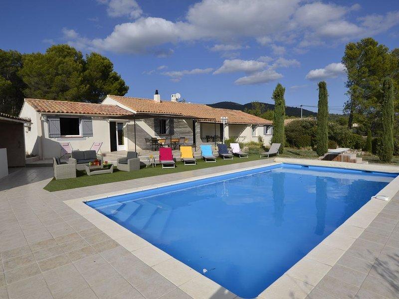 Villa avec piscine  PROVENCE LUBERON , 4 ch, 8 pers, à PUGET à coté de LOURMARIN, holiday rental in Puget