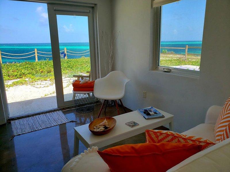 Villa Kaya - Orange Suite - Ocean Front, alquiler vacacional en Cockburn Town