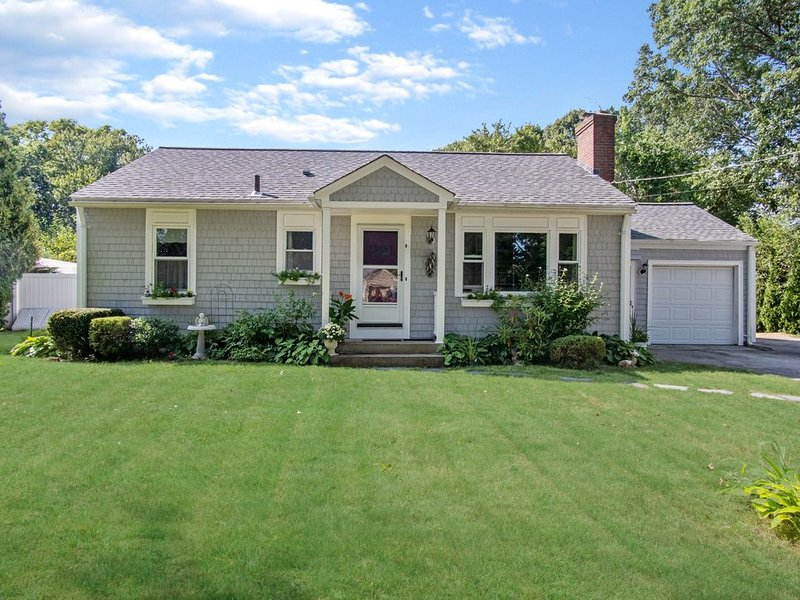 New listing! Charming 3-bedroom home, location de vacances à Plainville
