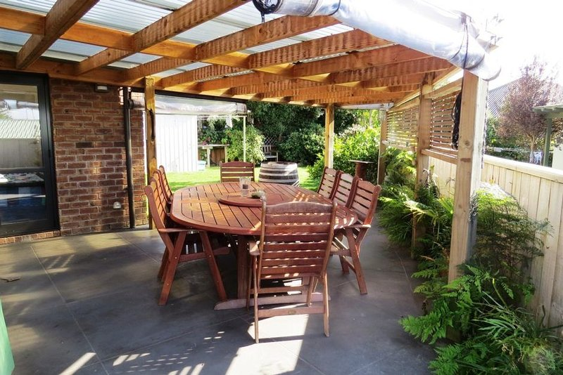 The Umpires Retreat - Quiet neighborhood, short walk to the Lake, holiday rental in Taupo