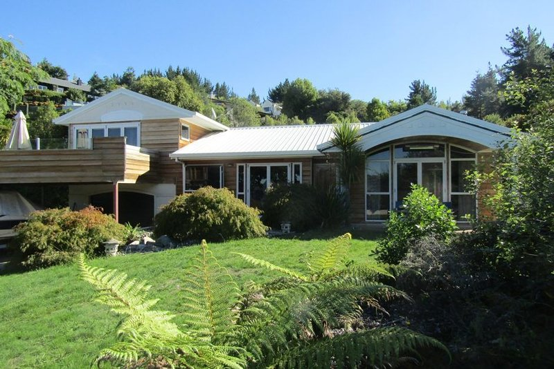 Te Urunga Place - Stunning Acacia Bay Home and includes WiFi, vacation rental in Acacia Bay
