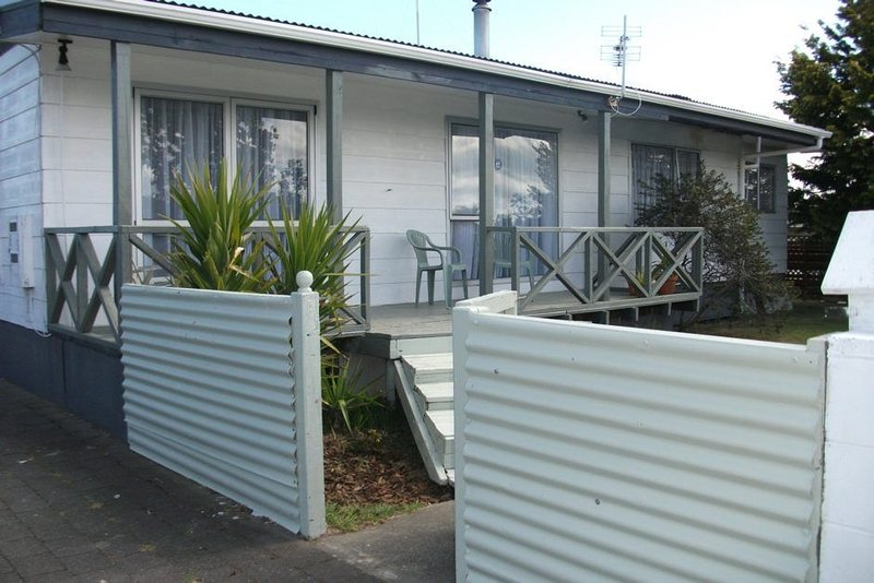 Makari Central - Spacious Family Home Close to Town, includes WiFi, holiday rental in Taupo