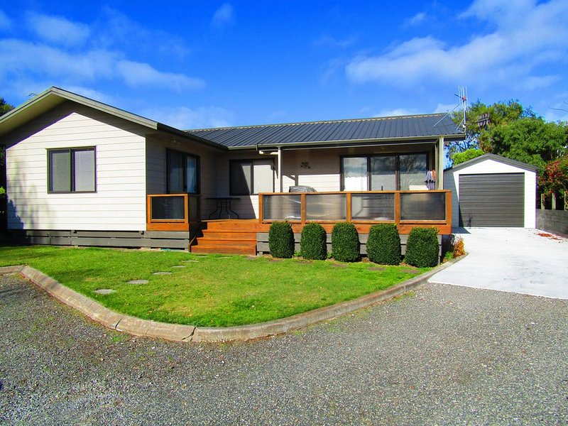 Marlow Grove _ Short walk to Lake, Quiet cul de sac location, holiday rental in Taupo