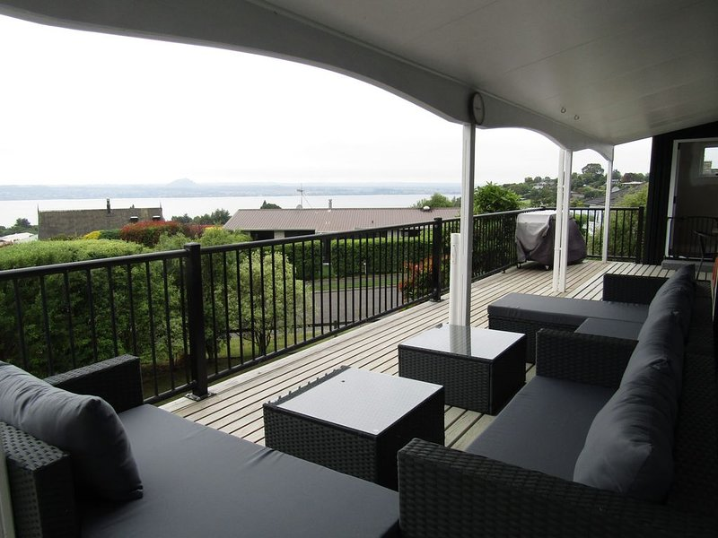Dorothy Drive Dream - Spacious Family home with stunning views, vacation rental in Acacia Bay