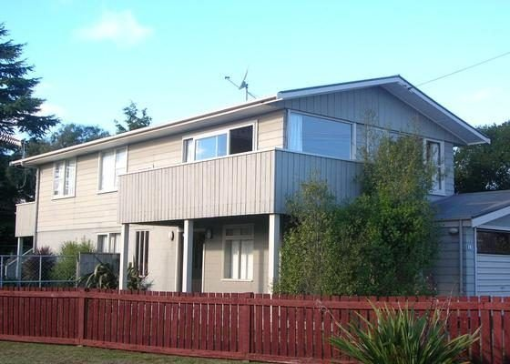 Pencarow Lodge - Large home, Great location in Rainbow Point with free WiFi, holiday rental in Taupo