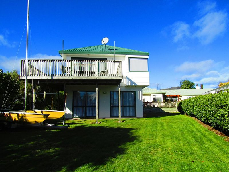 Lovely Logan - Walk to waterfront, holiday rental in Taupo