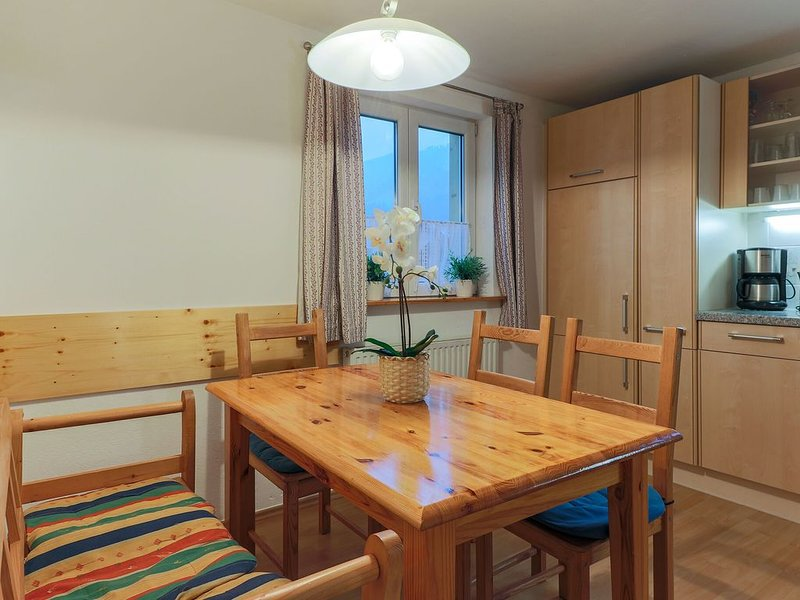 Central Apartment with Balcony, Terrace, Garden, Deckchairs, holiday rental in Brixen im Thale