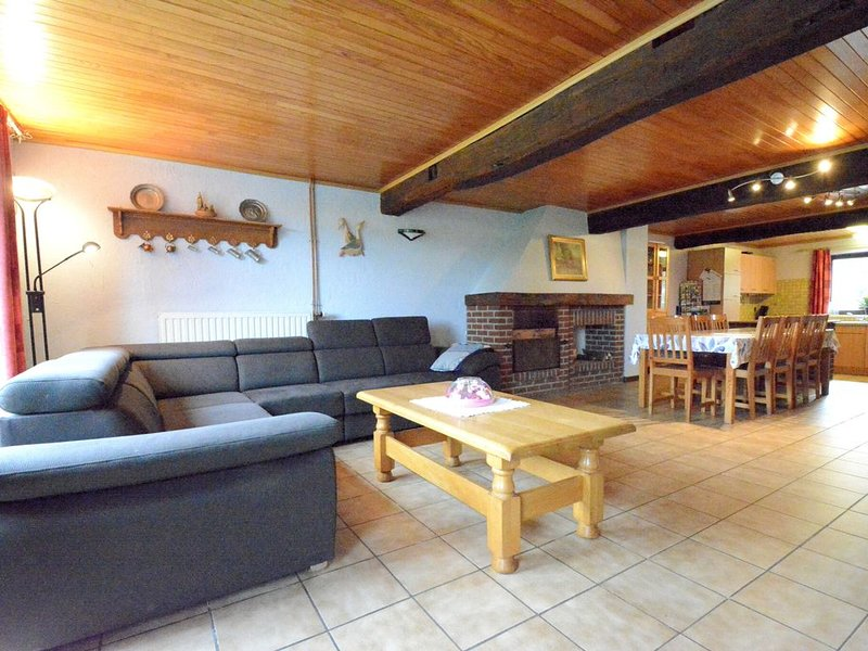 Ideal for a family room with garden or is of different games., holiday rental in Resteigne