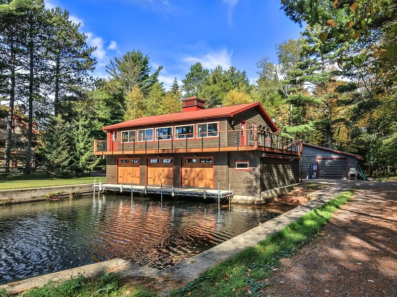 Beautiful location on Little Star Lake and the 10 lake Manitowish Chain, vacation rental in Manitowish Waters