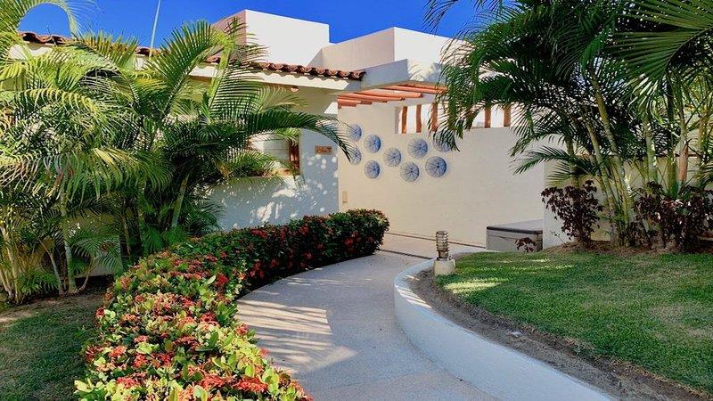 Ocean Front Luxury Property in Punta Esmeralda, holiday rental in La Cruz de Huanacaxtle