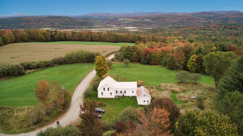 Classic Vermont Farmhouse  - Gorgeous Views and Privacy, vacation rental in Craftsbury