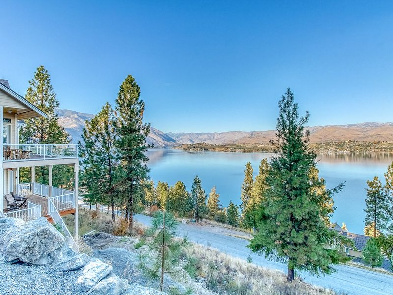New listing! 4 bedroom suite w/ hot tub, lake views & near the state park!, holiday rental in Entiat