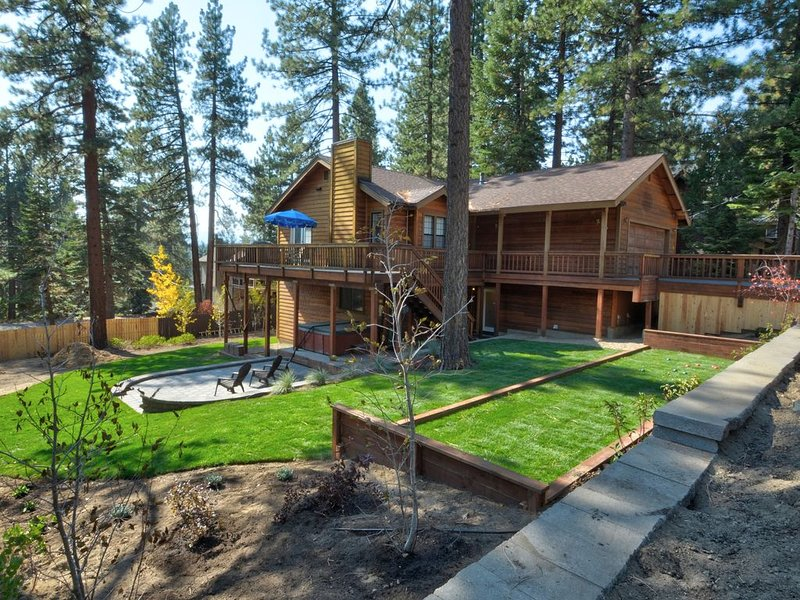 Spacious Family Home: Luxury Hotel Touches: Adjacent to Endless Forest, location de vacances à South Lake Tahoe