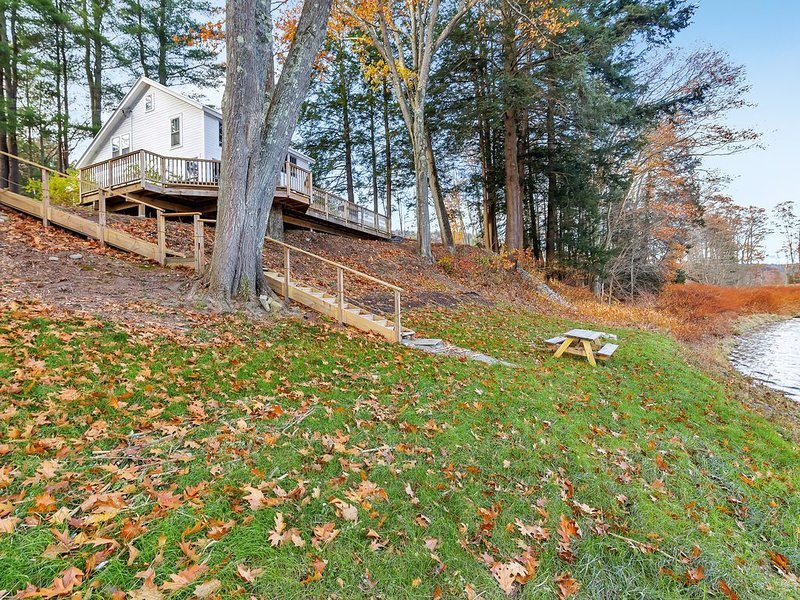 Enjoy Charming & Private Delaware Riverfront Home near Callicoon NY, location de vacances à Jackson