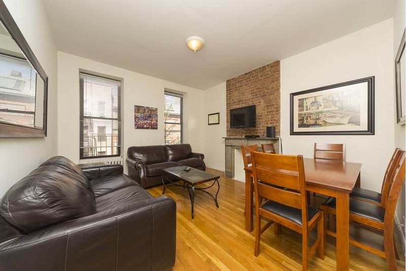 Times Square 2 Bed 1 Bath - Huge Living Room - Theaters - Music - FOOD, vacation rental in Weehawken