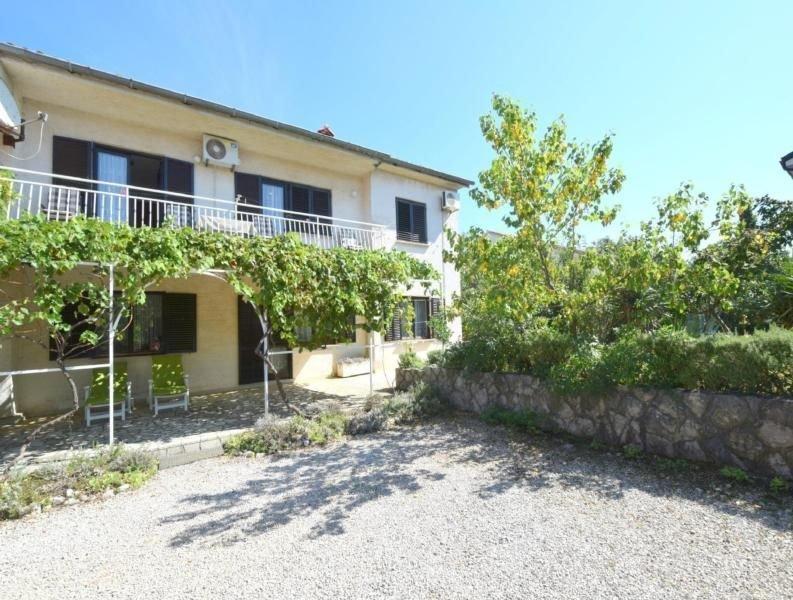 Ferienwohnung Omisalj für 6 - 8 Personen mit 3 Schlafzimmern - Ferienwohnung, casa vacanza a Omisalj