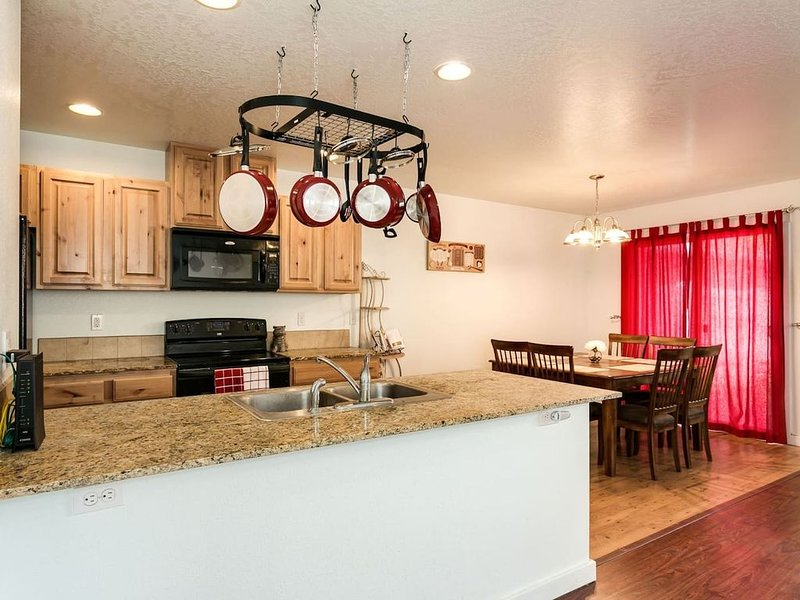 Extremely Clean, Peaceful & Comfy Single Level Town Home (1090), vacation rental in Meridian