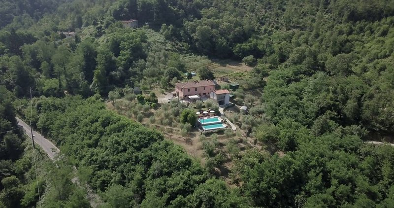 Luxurious Villa, double infinity pool ,stunning views over the surrounding hills, holiday rental in Castelvecchio