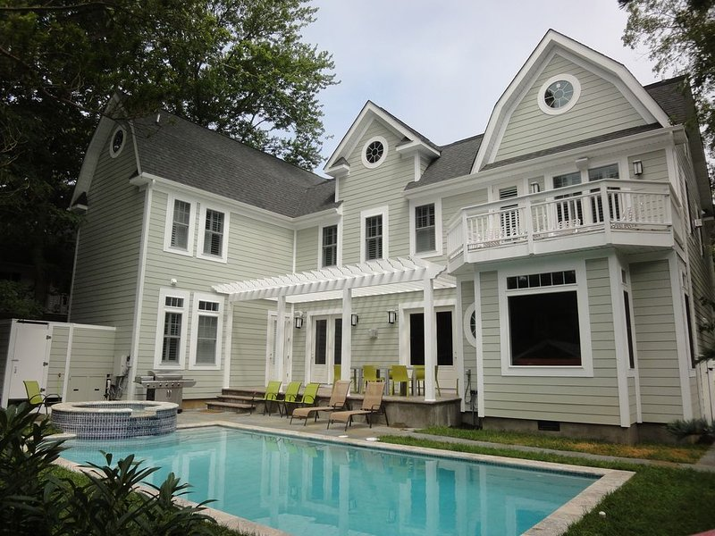 Fabulous 8 Bedroom, 8.5 BA House With Pool/Jacuzzi, alquiler de vacaciones en Rehoboth Beach