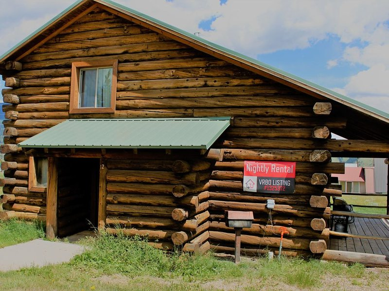 Enjoy a Get-A-Way * this cozy log cabin on Eagle Nest Lake, in Eagle Nest NM!!, vacation rental in Eagle Nest