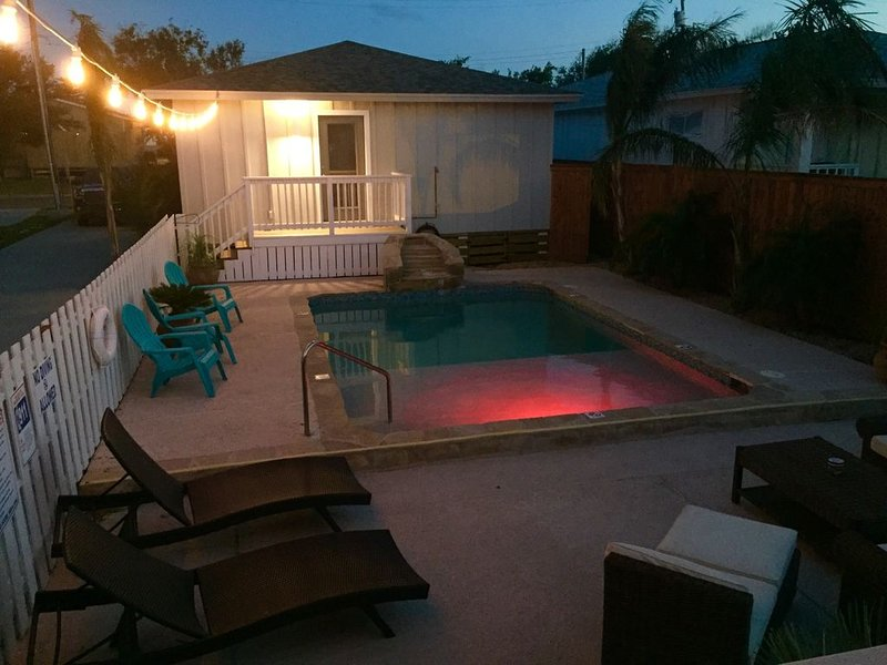 Main Pool House Located in Old Town with Pool, vacation rental in Port Aransas