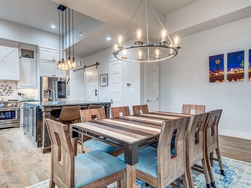 Brand New 4 BDRM W/Game Room Minutes To Greenville/Uptown/DT/Convention Center – semesterbostad i Dallas