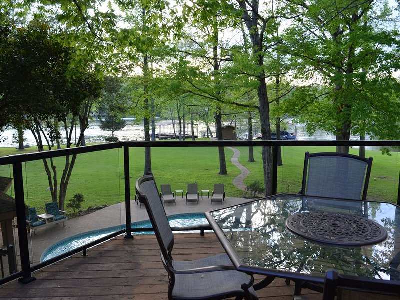 Lake Hamilton Family Vacation Home, Newly Remodeled, Boat Dock and Pool, holiday rental in Pearcy