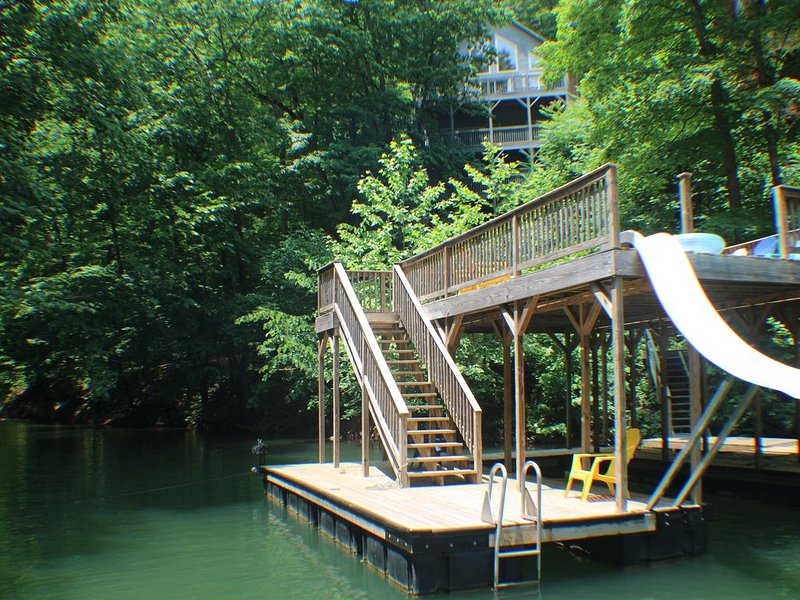 'Rustic Haven' Cabin On Secluded Cove 2 Minutes From Norris Ski Water, vacation rental in La Follette