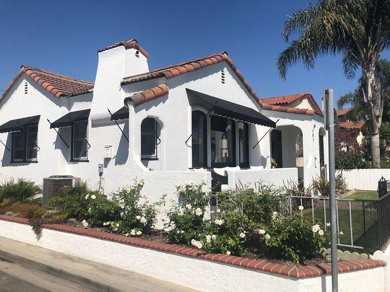 Pristine 1928 Beach Cottage, sleeps 6, holiday rental in Long Beach