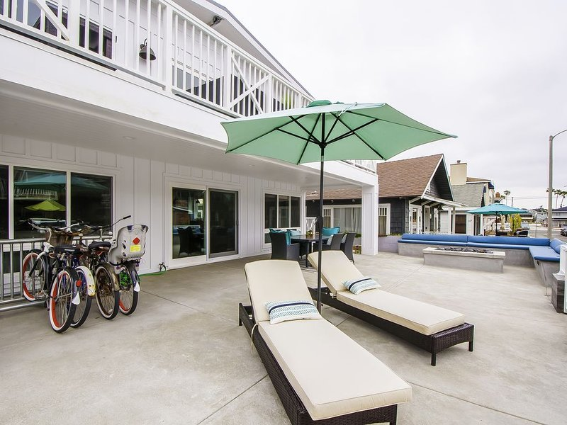 Beautiful 5 bedroom Beach House With plenty of parking and Ocean Views!, vacation rental in Newport Beach
