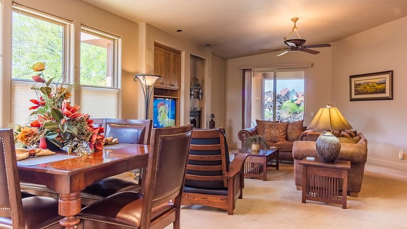 Stunning Red Mountain View Immaculate Entrada, vacation rental in Santa Clara