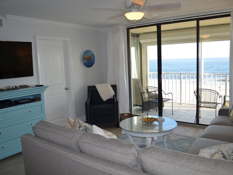 Beautifully Renovated Condo! Beach chair rental included!, vacation rental in Orange Beach