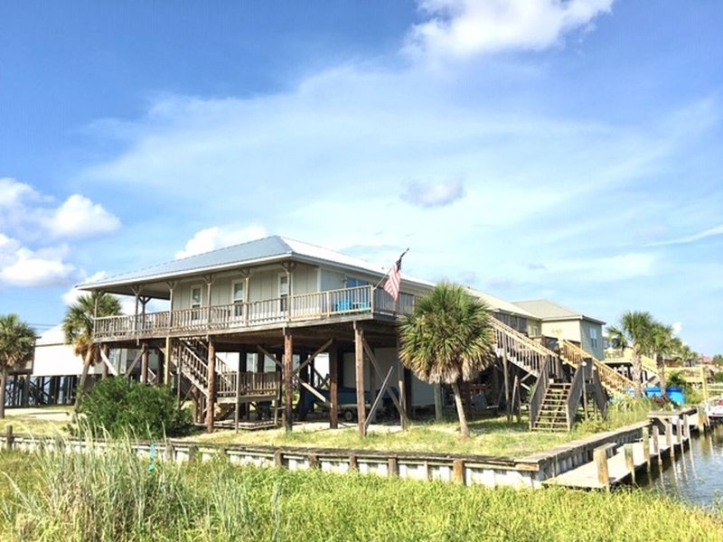 Waterfront beach house, holiday rental in Dauphin Island