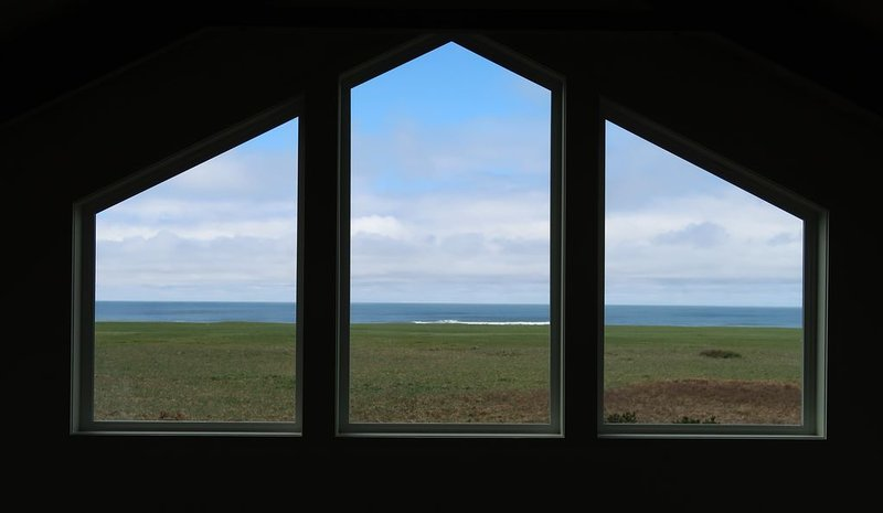AMAZING VIEW + UNEQUALED COMFORT = THE PERFECT RETREAT, holiday rental in Gearhart