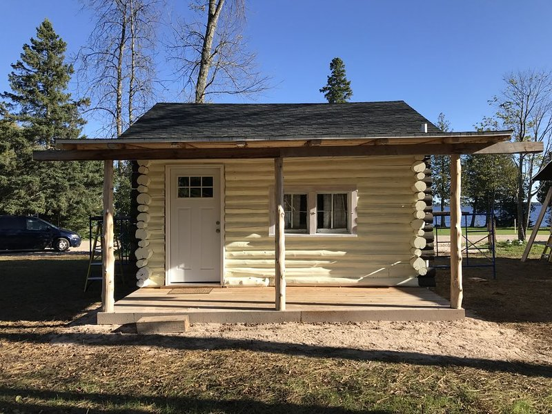 UP North Two Bedroom Cabin #2, alquiler de vacaciones en Mackinac County