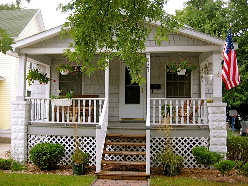 Harbor Hill Cottage 2BR-1BA, holiday rental in Grand Haven