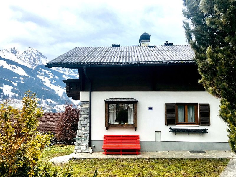 Chalet next to the slopes and hiking trail head, holiday rental in Dorfgastein
