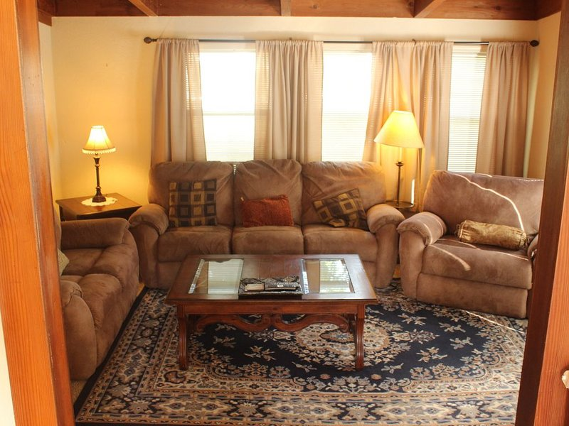 Romantic or family Getaway on the  Russian River; Dog Friendly, holiday rental in Duncans Mills